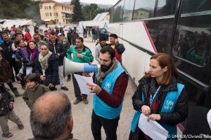 UNHCR staff organizing the relocation of a large Yazidi population of around 1100 people  © UNHCR/Christos Tolis